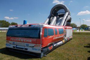 Fire Truck Rutsche, aufblasbare Riesenrutsche, Feuerwehr, Feuerwehrauto, Sommer
