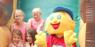 KidsMANIA, Thementournee, Großveranstaltung, Sommerfest, Bastelstationen, Hüpfburgen, Bühne, Spiele, Preise
