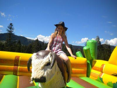 Rodeo Bulle, Bullen reiten, Rode-Bullriding, Aufblasbares Rodeo, Gleichgewichtsübung, Sommerevent, Outdoorevent, Reitspaß