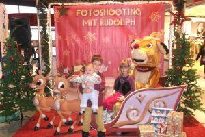 Fotospaß, Fotokulisse zum Mieten, Kulisse für Eventfotos, Durchschauwand, Rückwand für Fotos, Walking Act Rudolph, Weihnachten