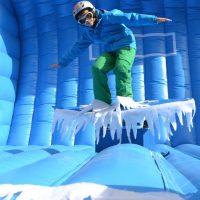 Snowboard Simulator, Outdoorveranstaltung, Winterevent, Schneeveranstaltung, Snowboard fahren, Gleichgewichtsübung, Wettbewerb, Schneespaß
