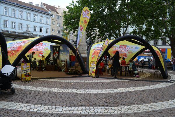 aufblasbares Zelt, aufblasbare Überdachung, Sonnenschutz, Regenschutz, Werbematerial, Promotions, individuelles Design