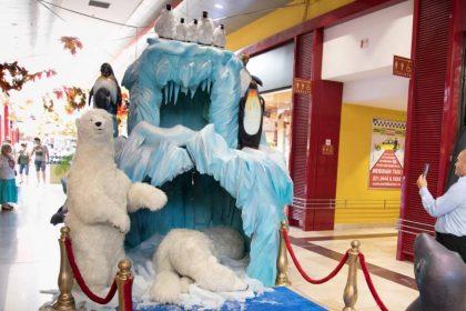 Dekorationselement Gletscher mit Eisbären und Pinguinen